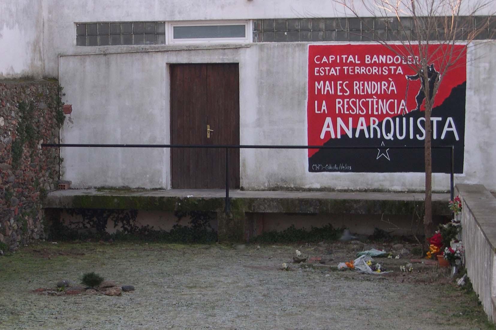 Graffiti homenaje a los makis 10-Quico_Sabate_abans_fora_cementiri_2