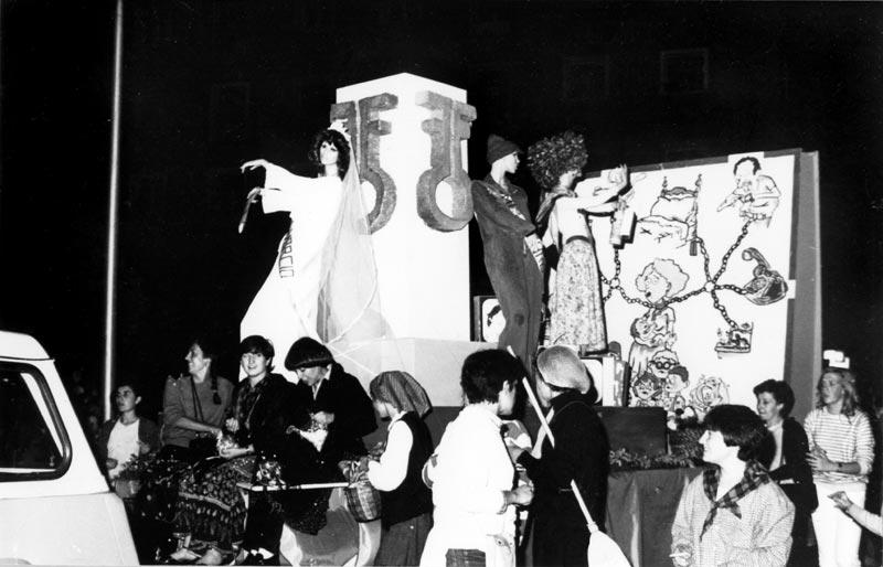 Carroza del Frente Feminista Carnaval de Torrero, años 80