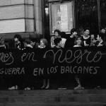 Mujeres en negro contra la guerra en los balcanes